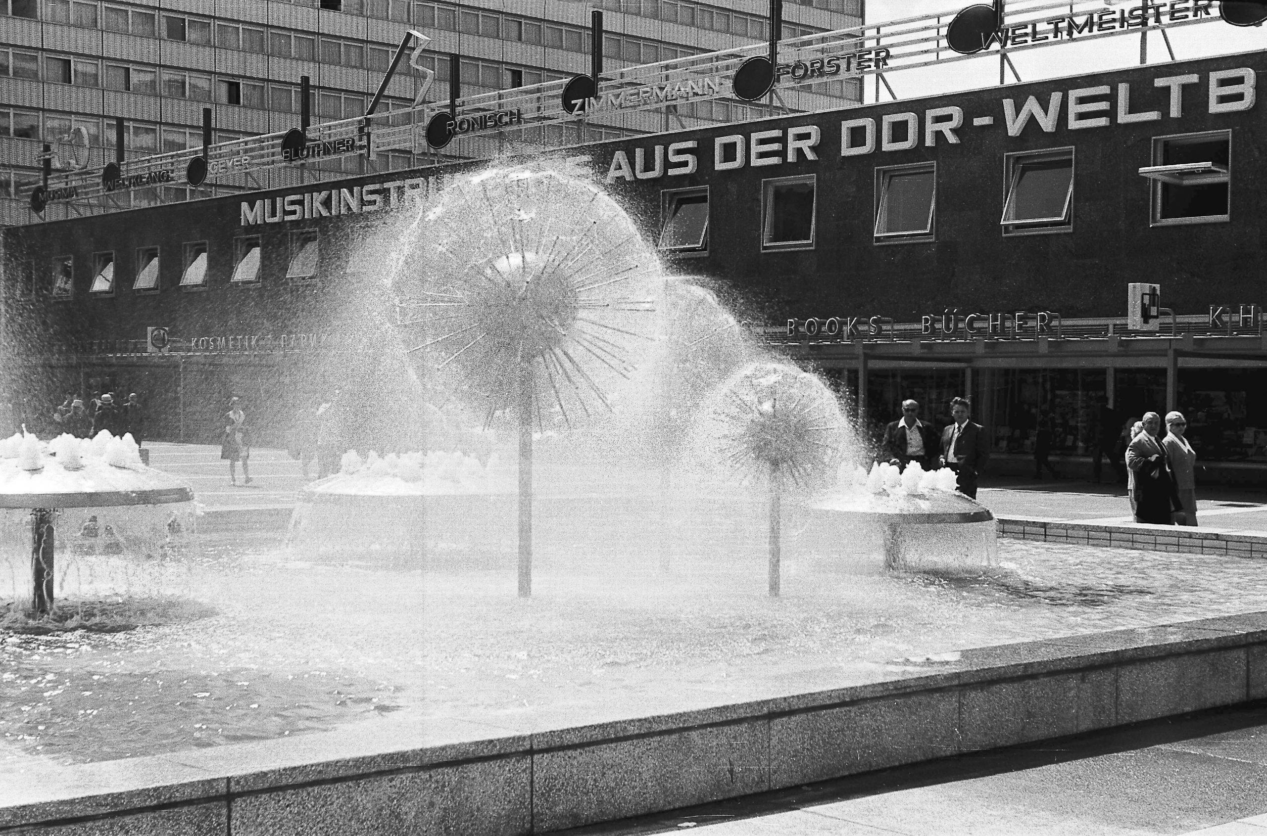 Pusteblumenbrunnen in Dresden, historische Aufnahme