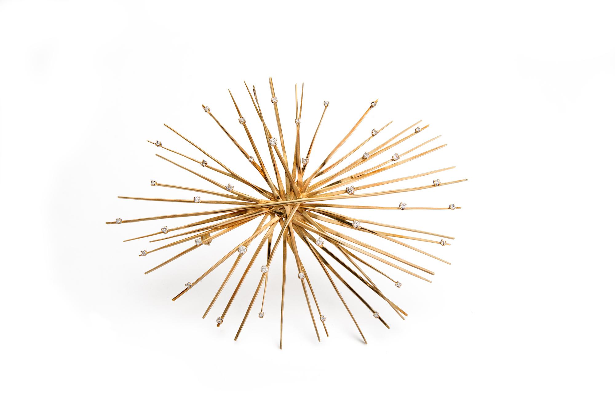 Goldbrosche in Sternform, mit Diamanten verziert