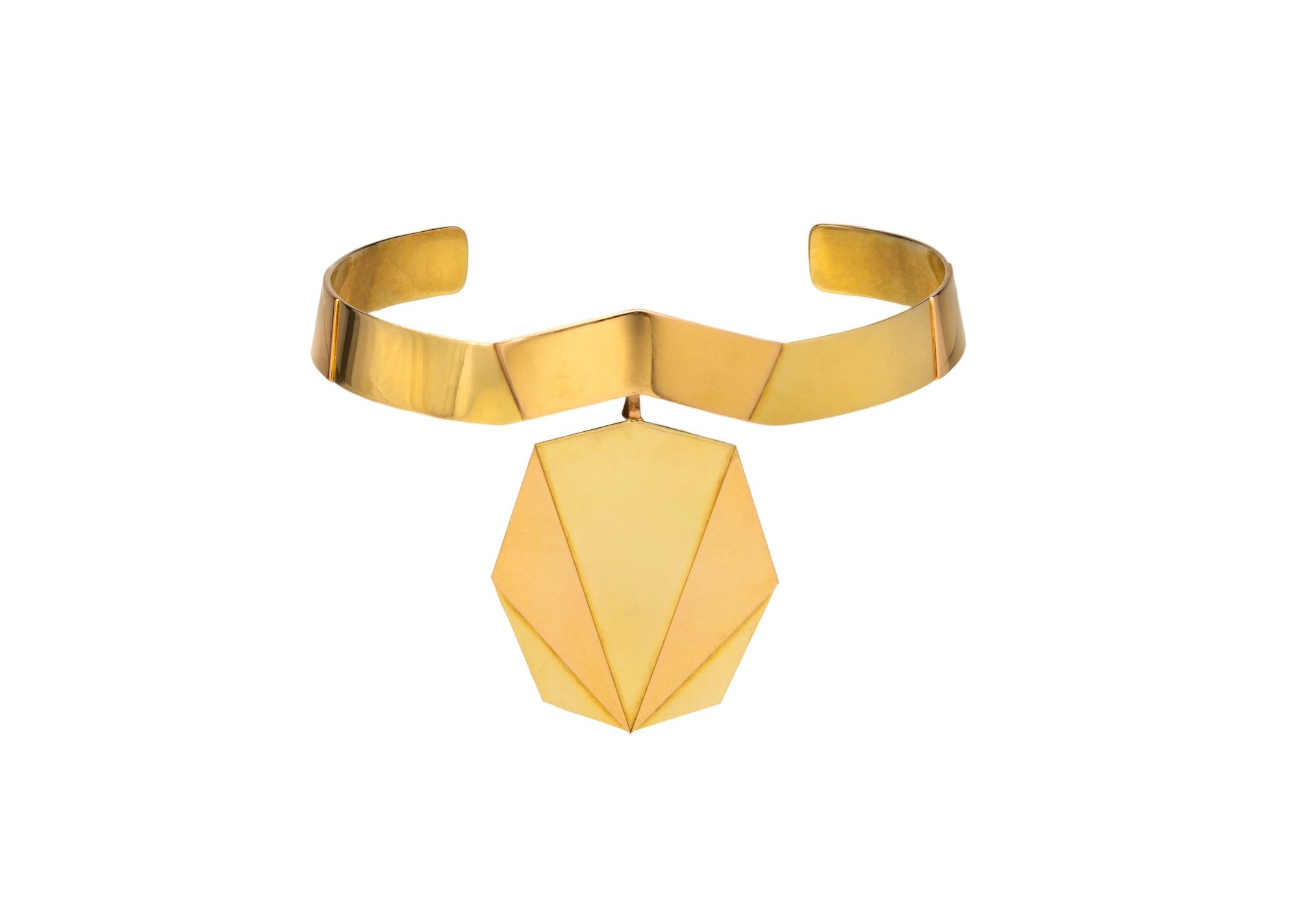 Halsschmuck und Anhänger in schlichter geometrischer Form