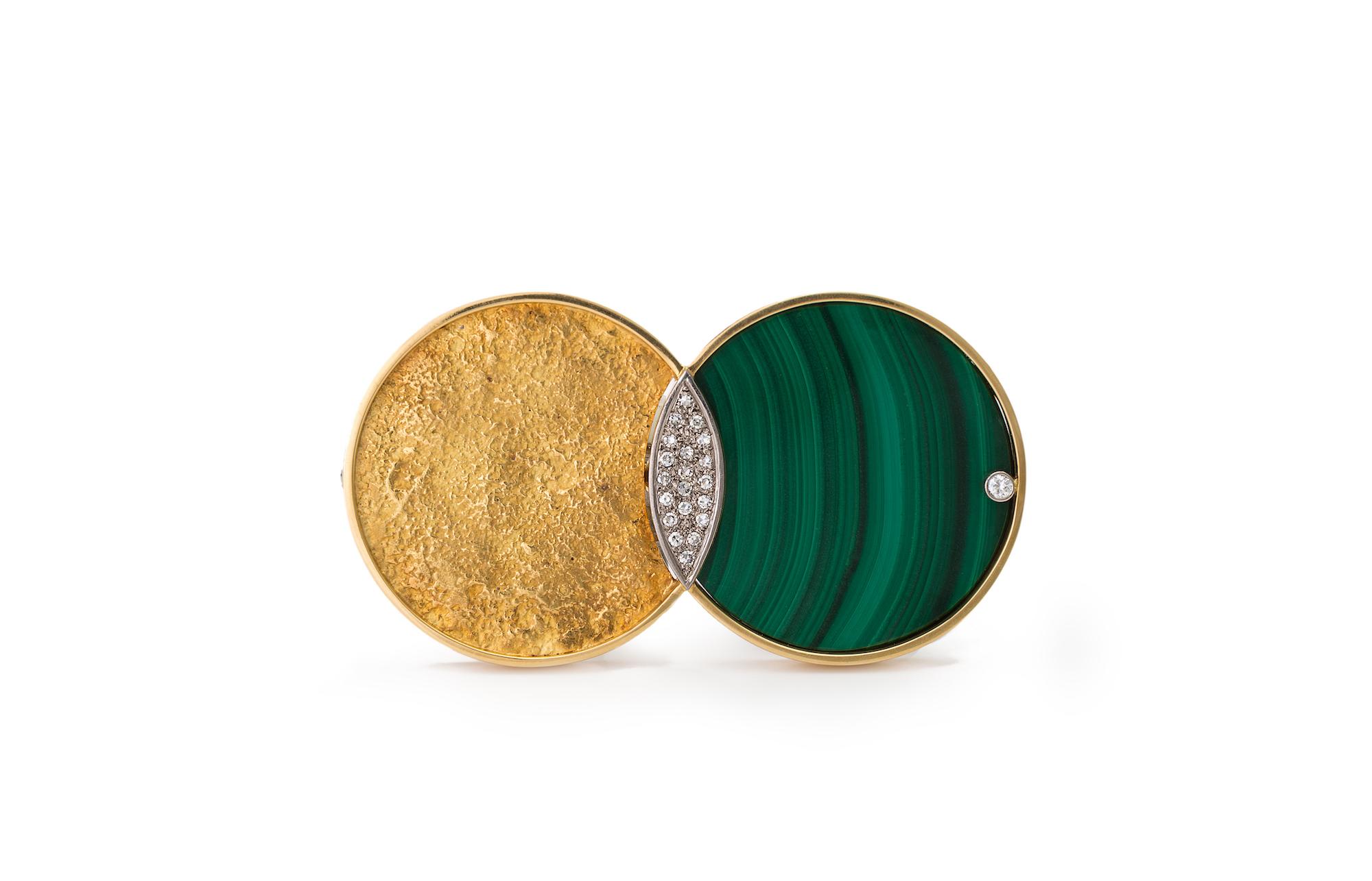 Brosche aus Gold, zwei kreisförmige Elemente überlappen sich