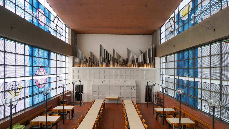 Die ehemalige Unterkirche und die Orgel der Heilig-Geist-Kirche in Essen-Karnap