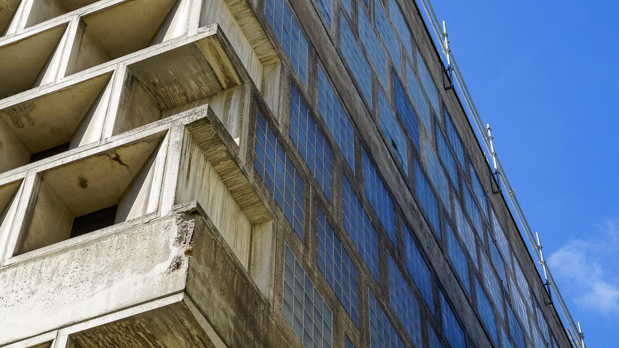 Fassadendetail der Universitätsbibliothek