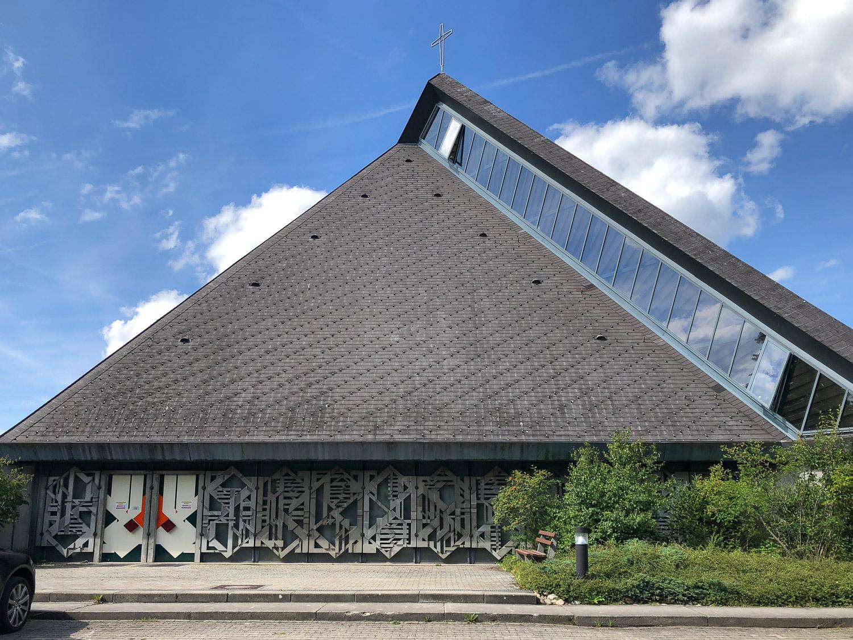 Modernes Kirchengebäude in Königsfeld im Schwarzwald